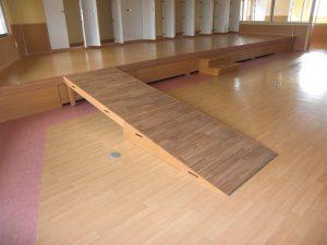 福祉施設_ホールステージ・移動式スロープ